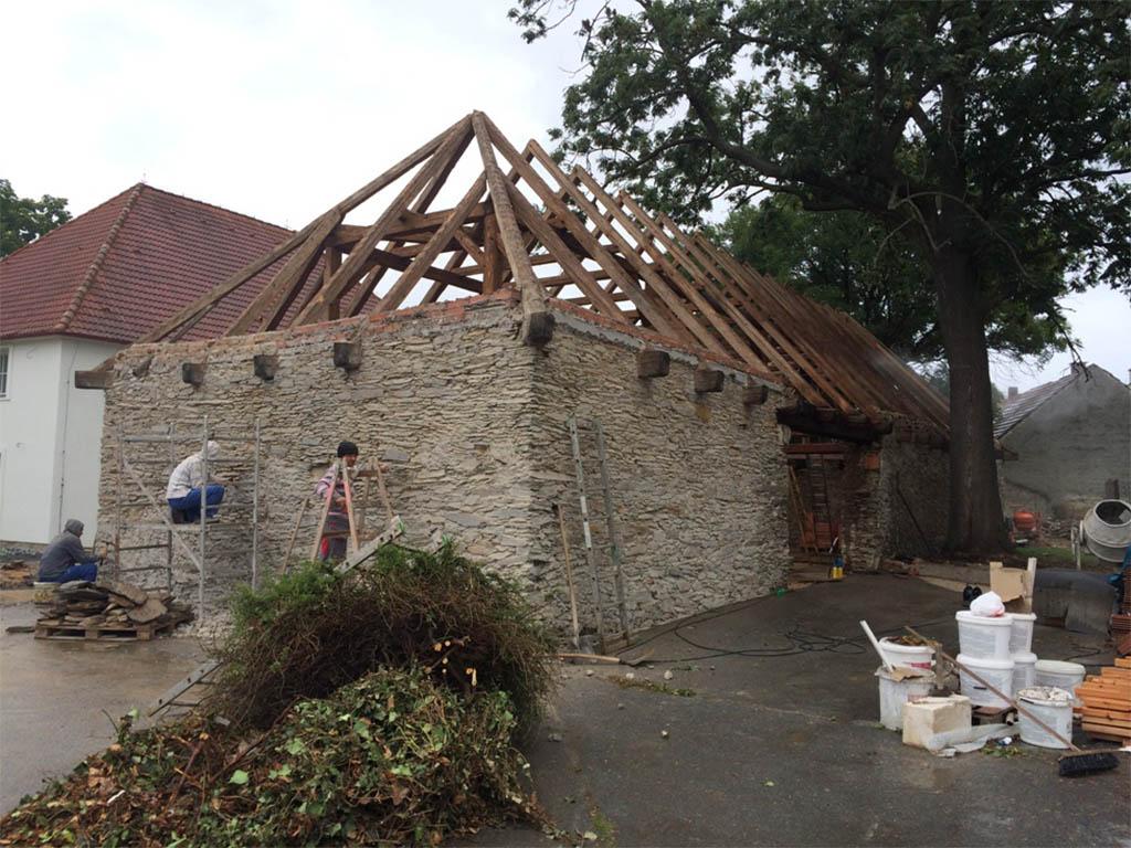 Stodola Herink - Rekonstrukce pivnice - oprava střechy, odhalení původních zdí